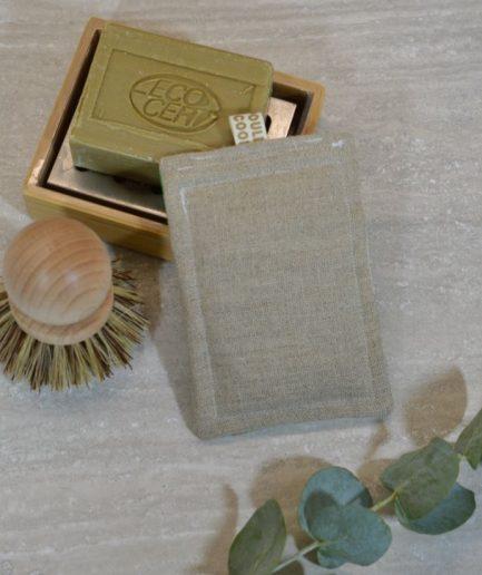 éponge lavable réutilisable fabriquée en france avec détail sur le côté grattant