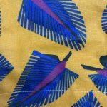 feuilles jaunes et bleues